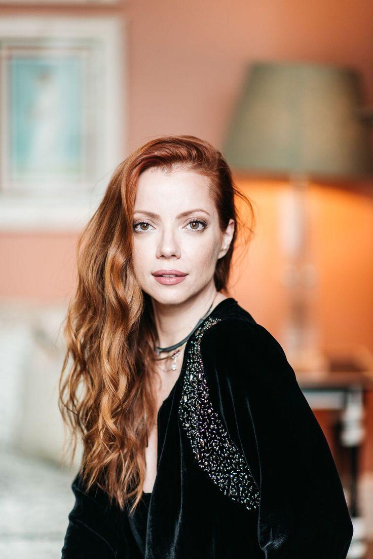 Julia Petit - Petiscos  -blusa MOB -joias Mariah Rovery