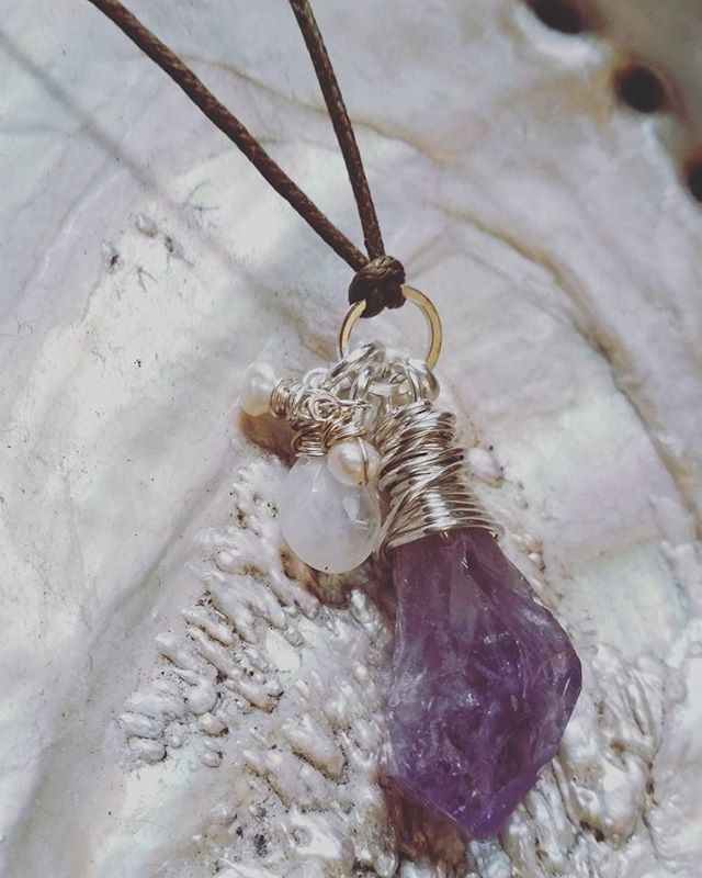 Custom healing pendant for a very dear Pisces, guided by the placement of their natal North Node in their chart. I love my work :) #astrology #pisces #reiki #healing #northnode #bespoke #crystals #amethyst #pearl #moonstone #tarot #intuition #inthestudio #etsy #ariesvirgoday #makehealinghappen ♡ Www.AmeliaSayers.etsy.com