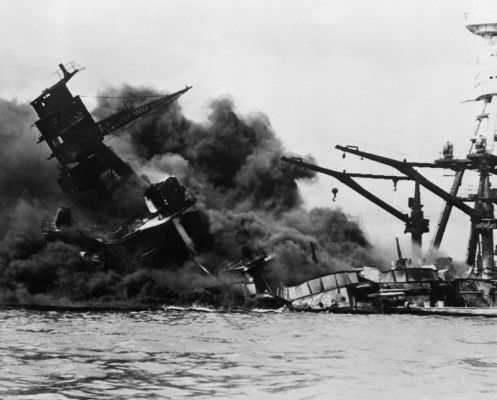Battleship U.S.S. Arizona getting blown to bits.  Sad day for America that day.: World War, Ussarizona, Battleship Uss, Arizona Sinks, War Ii, Pearls Harbor Hawaii, Japan Attack, Uss Arizona, Battleship Sinks