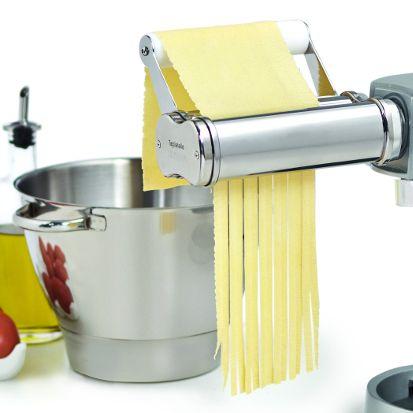 LA FILIÈRE A TAGLIATELLES Véritable appareil à pâtes fraîches Italien, cette filière est réalisée en acier inoxydable. Elle permet de réaliser rapidement et facilement de délicieuses tagliatelles maison, et ce en petite, comme en très grande quantité. Référence : AT971A