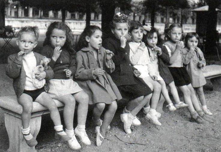 The bench Paris circa 1950 Robert Doisneau