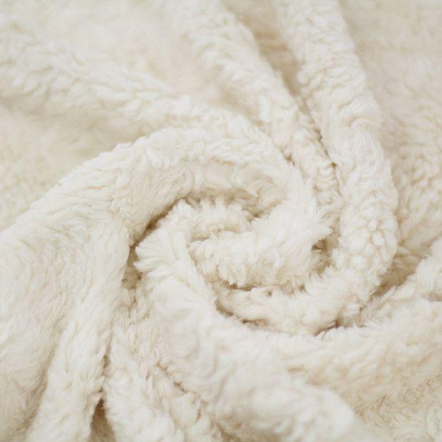 Bio-Teddyplüsch naturweiß schäfchenoptik Sehr weicher und flauschiger Teddy aus 100% Baumwolle nach GOTS zertifiziert. Der Stoff ist dehnbar und somit perfekt für kuschlige Loops und ähnliches...
