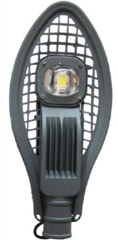 LAMPA STRADALA LED 50W IP67 ALB RECE este un model special avand caracteristici tehnice impresionante: flux luminos de 100 lm/Watt, dispersor cu efect de lupa si un corp prevazut cu fante, pentru o mai buna racire. Are un bun raport calitate pret datorita consumului redus si duratei mari de viata.