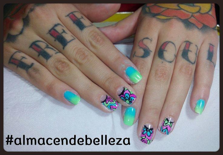 Gradient mandala nail by Mariana Delgado