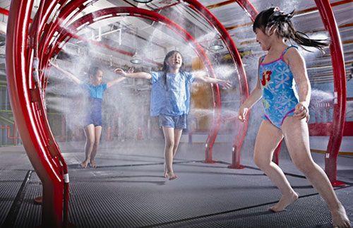 Biarkan anak Anda basah-basahan di Giggle The Fun Factory, waterplay indoor pertama di Indonesia hanya Rp 75.000 saja