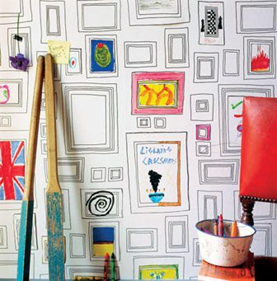 Papier peint à dessiner. J'aime assez l'idée sur un pan de la pièce principale : une oeuvre familiale!