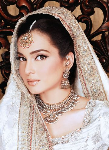 indian bride make up and jewellery
