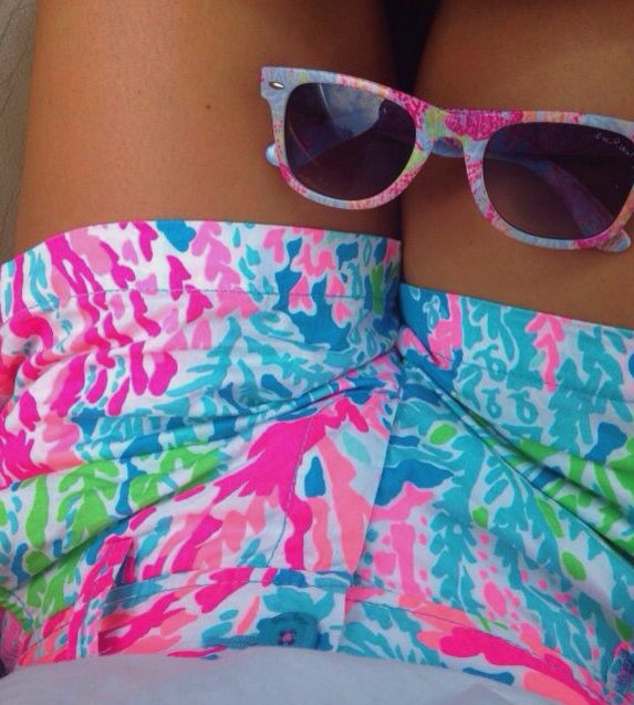 Lilly shorts and shades
