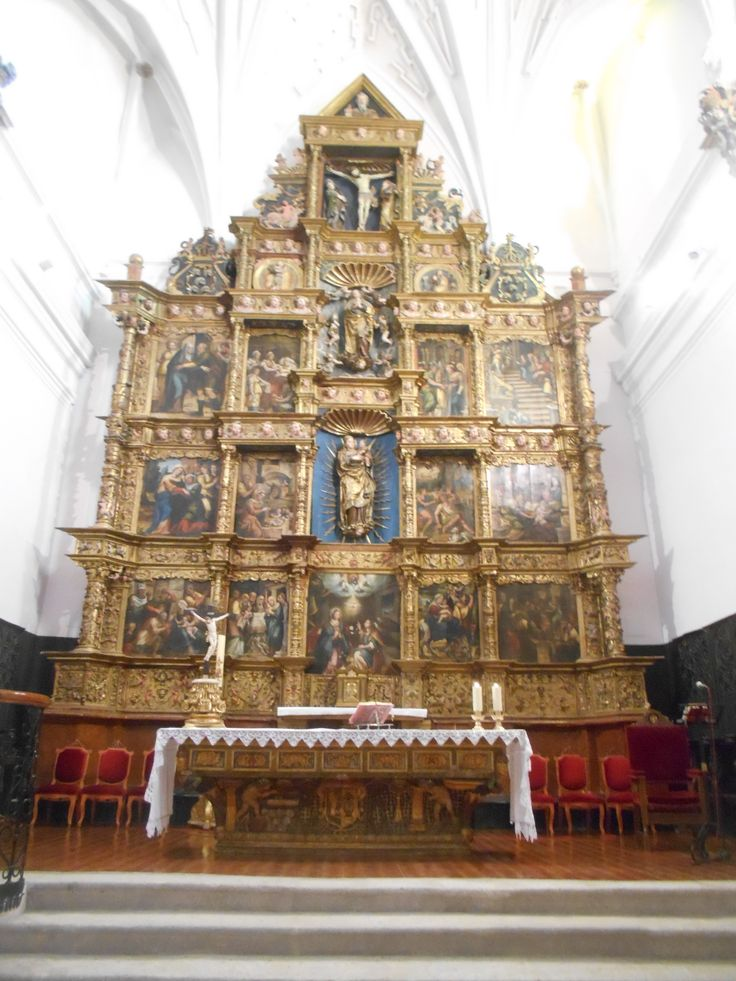 Retablo fechado en 1550 , por Gaspar de Tordesillas. Tiene en su parte inferior signos masónicos ( sic ! ) . Iglesia de Santa María del Castillo.