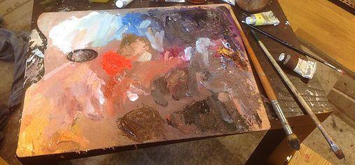 Jeg får ofte spørsmål fra folk som lurer på om de bør male med olje eller akrylfarger.Man får gjerne høre dersom man er nybegynner at det er lurt å begynne med