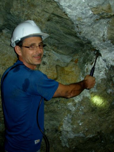 A calcite vein indicates Emeralds are near. — with Javier Gonzalez and Lee Wasson in Boyaca, Colombia.