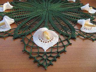 Beautiful Spathiphyllum doily - free pattern