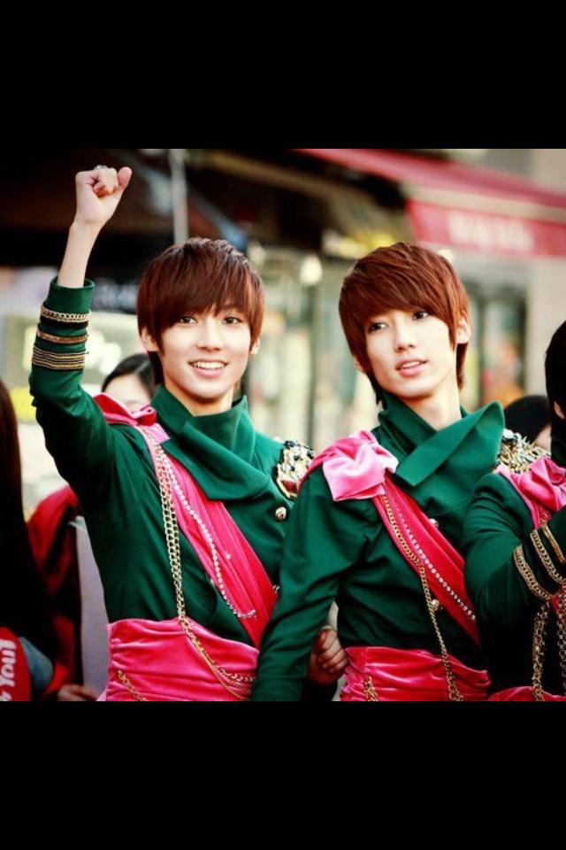 Jo twins :) they're cute♥