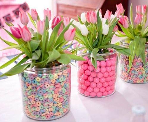 Centro de mesa con caramelos y tulipanes color rosa y - Adornos con golosinas ...
