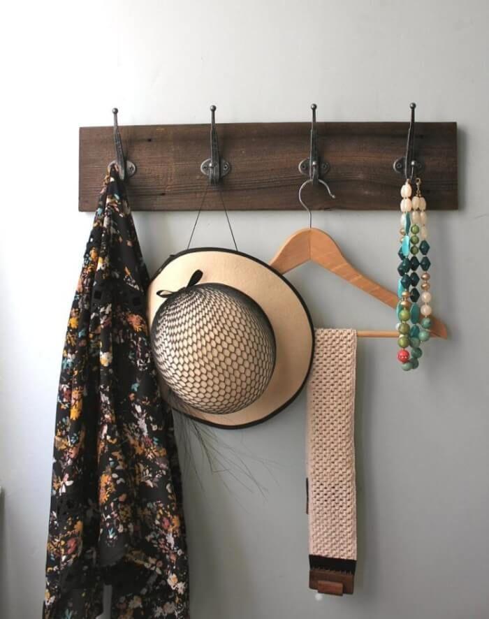 idée sur le porte manteau mural fait maison de style vintage en bois et métal patiné