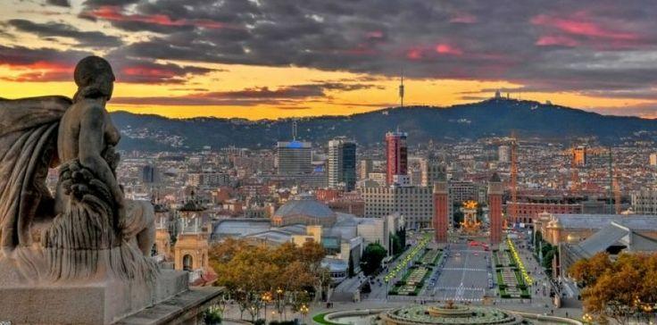 48 heures pour un séjour parfait à Barcelone - obsession.nouvelobs.com. Comme toutes les grandes métropoles du monde, Barcelone possède une atmosphère grisante avec une petite pointe de folie supplémentaire qui anime, jour et nuit, la capitale porte-drapeau de l'identité catalane. Comme du temps où elle régnait sur un vaste empire méditerranéen, le Nouvel Observateur Week-end de retourner, le temps d'un week-end, de Barcino la romaine à la Barcelone d'aujourd'hui. #Barcelone #Catalogne