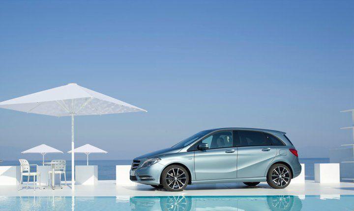 Mercedes-Benz B 200 CDI. Fuel consumption combined: 4,6-4,4 l/100km, CO2 emissions combined: 121-115 g/km. #MBCars