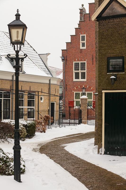 © Daan Barnhoorn Fotografie 2013 Oud- Beijerland...Kerkpad Hervormde Kerk met zicht op Gemeentehuis @Oud-Beijerland