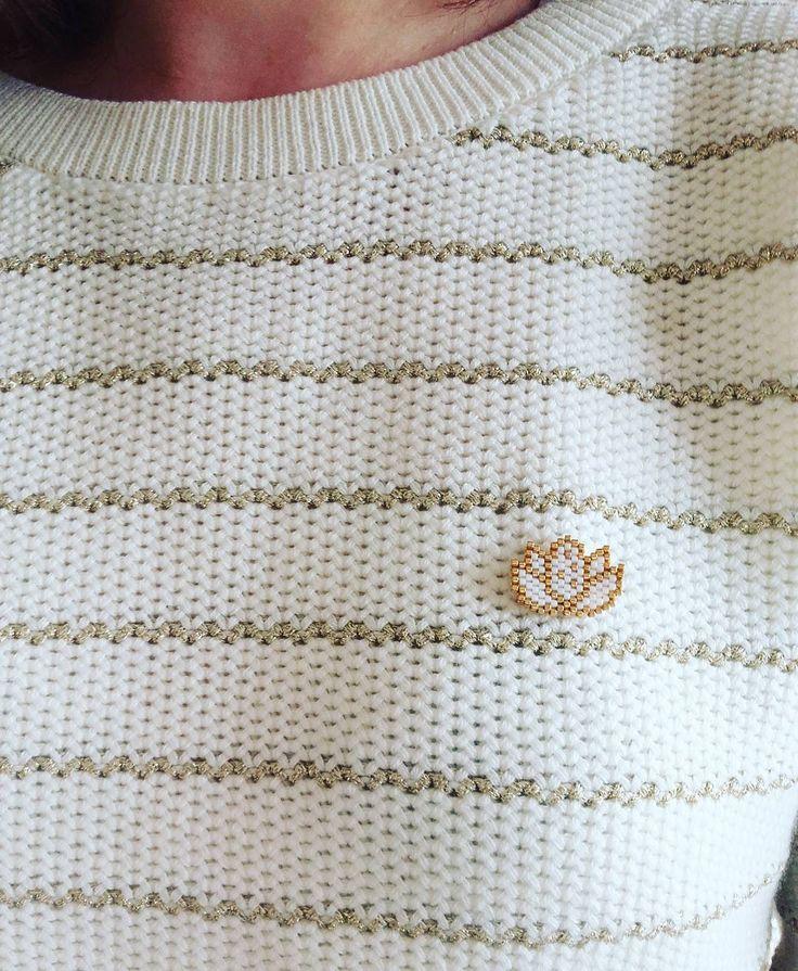 « Petit lotus doré pour aller avec nouveau pull #etam #dore…