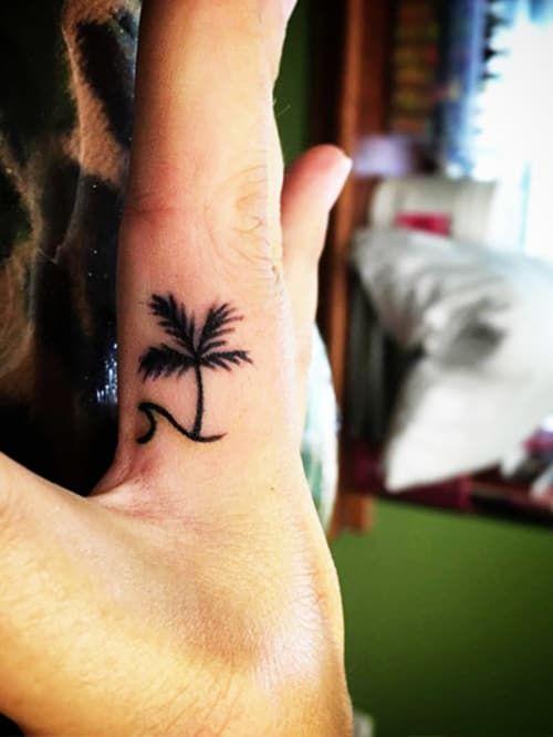 Finger Tattoos: Warum sie gerade so angesagt ✓ 20 Ideen für zarte Finger Tattoos ✓ Bilder-Galerie ✓ Motive für jeden Geschmack ✓ – Alle Tattoos hier »