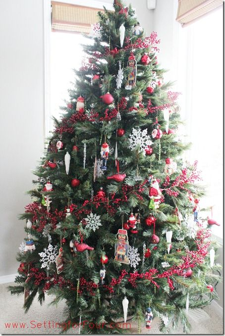 Red and white Christmas tree. See how I add my berry garland in this pretty spiral pattern!
