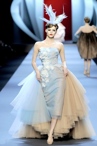 Dior Haute Couture Spring 2011: delicate shades, wonderful cut