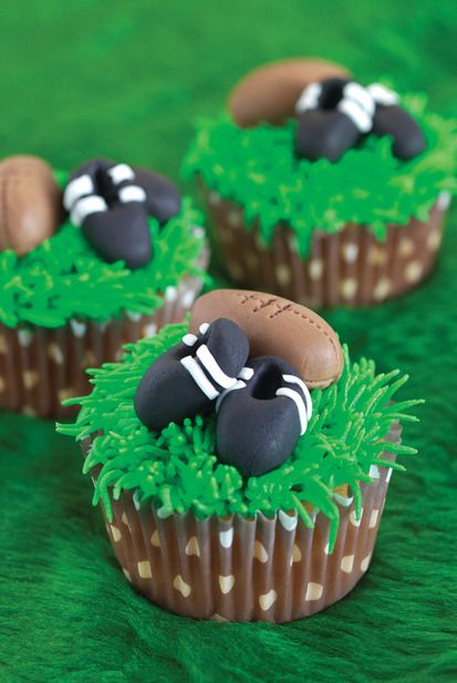 how to make a fondant football player