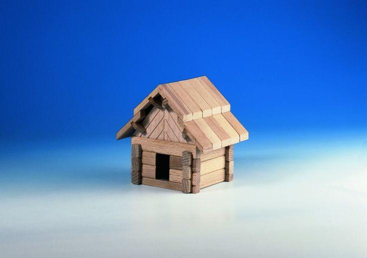 Dřevěná stavebnice Salaš z rodiny Archaprogram. Obsahuje 42 dílkůp.