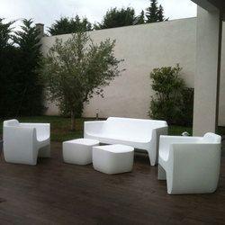 ENSEMBLE 1 SOFA + 2 FAUTEUILS + 1 POUF/TABLE Translation design QUI EST PAUL ? mes meubles jardin.fr