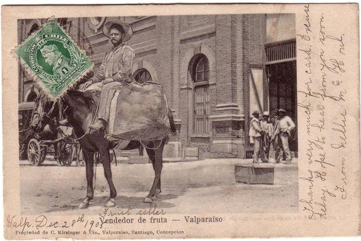 Vendedor de frutas e Valparaíso                      ---  La fecha de la postal dice 1905