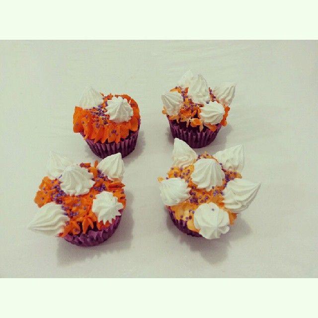 #Halloween es la fiesta de los monstruos...a disfrutar con #SoSweet ! - Llámanos y haz tus pedidos al 317 657 5271 (1) 625 1684 o visítanos en #Cedritos en la Cra 11 No. 138 - 18. Síguenos también en www.Facebook.com/PasteleriaSoSweet Twitter: www.twitter.com/sosweetchef Pinterest: www.pinterest.com/sosweetcol e Instagram: www.instagram.com/pasteleriasosweet #HappyBirthday #Halloween #Cumpleaños #Spooky