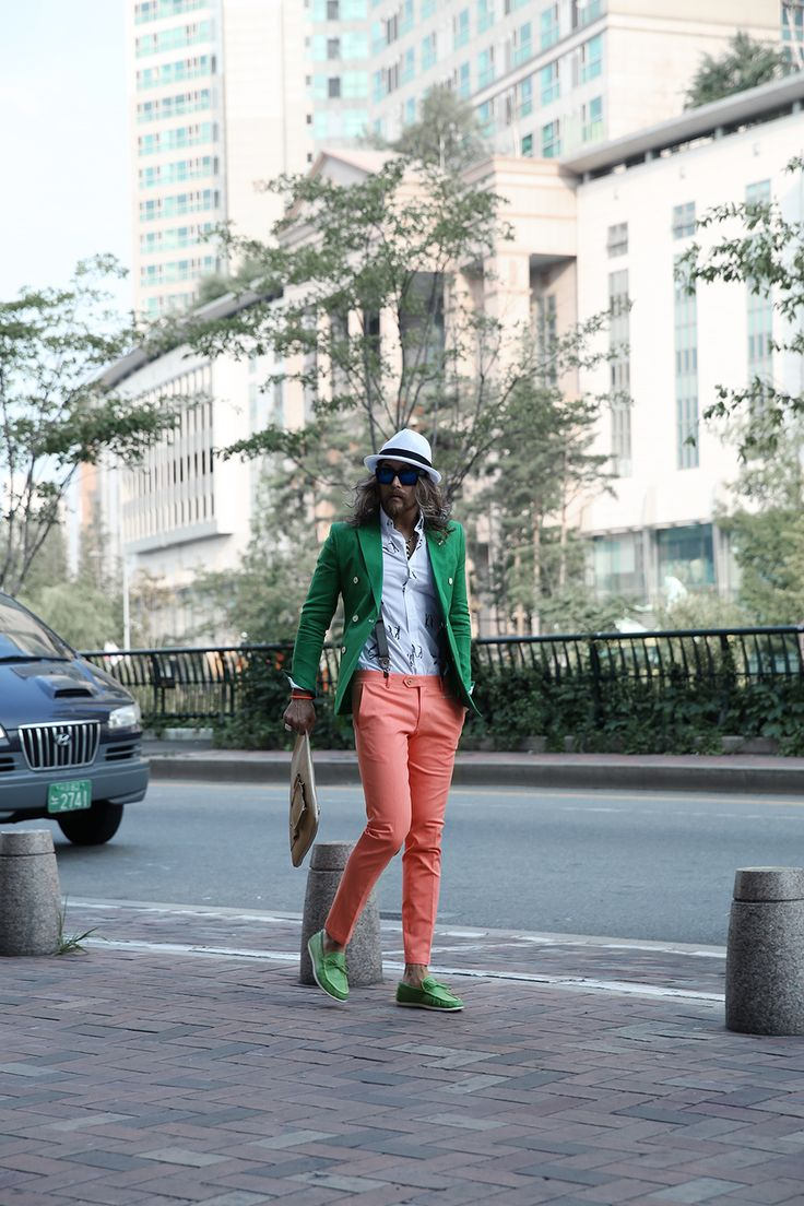 Take a close look at his outfit of today.  ByTheR Official Web-store: http://en.byther.kr