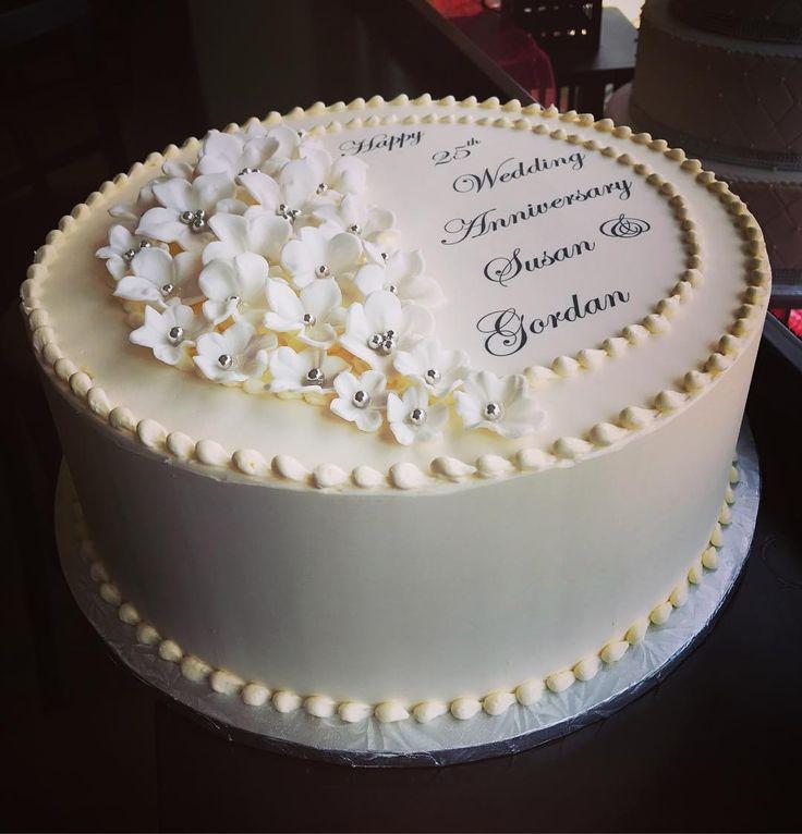 #happyanniversary #anniversarycake #anniversary #customcake #custom #sugarflowers #cakeroyale #cakeroyalecafe #instacake #instagood #streetsville #mississauga #instalikes