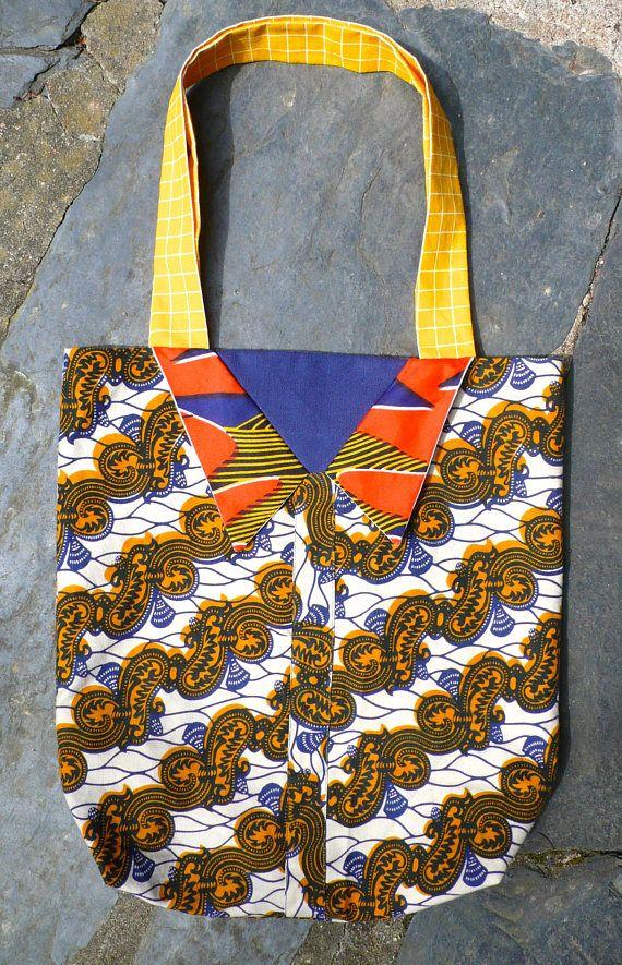 Sac, tote bag, porté épaules, en tissu wax africain, acheté en Afrique, et tissu de récup - un radis ma dit - Trompe loeil : Fantaisiste, coloré, col de chemise cousu, il ny aura pas 2 fois le même sac!  Il sera unique pour vous!  Col de chemise, cousu dans la doublure, réalisé avec un autre wax, et 2 autres tissus récupérés. Dessous du col bleu ciel.  Doublé, intérieur avec le même coton jaune, carreaux blanc, que les bandoulières, tissu de récup, provenant dun grand drap.  Mesures…
