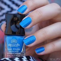 Underwater Love/ Tropical Jungle collection! #alessandroGR #alessandronails #alessandrointernational #underwater #love #blue #notd #summernails (Credits:@beautyill_nails)