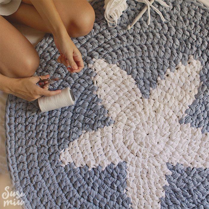 Alfombra de crochet hecha con trapillo con estrella - Puntos crochet trapillo ...