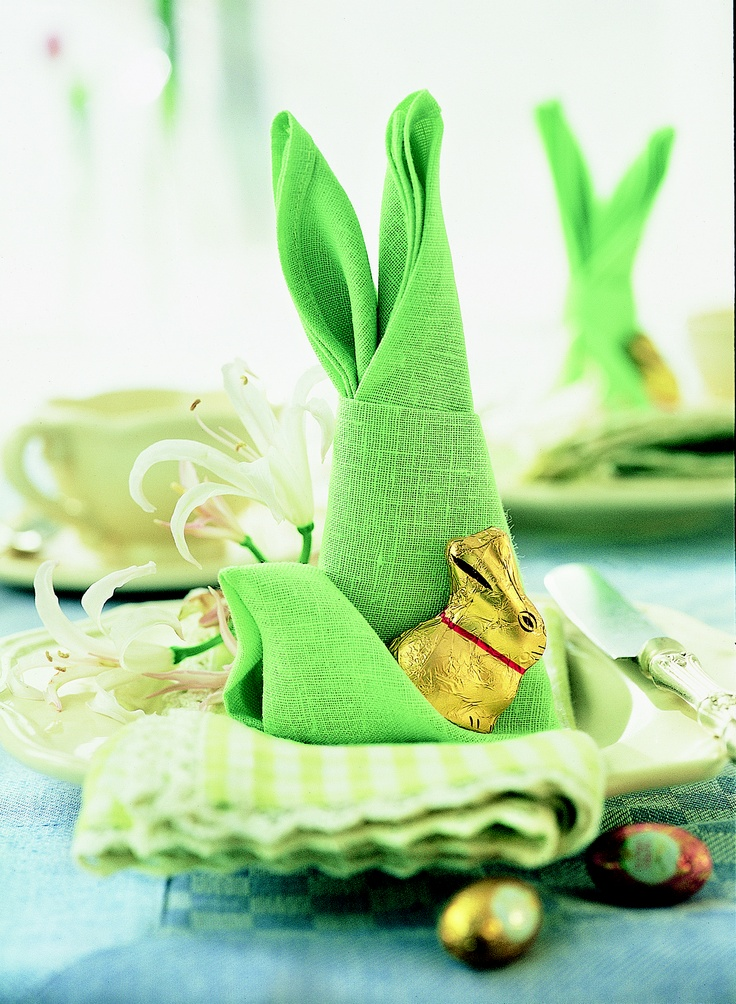 Fun and easy to create Bunny Napkins! We love these! #Easter #ChocolateLovers #HomeBaking #TryAtHome #LindtChocolate #LindtLovers