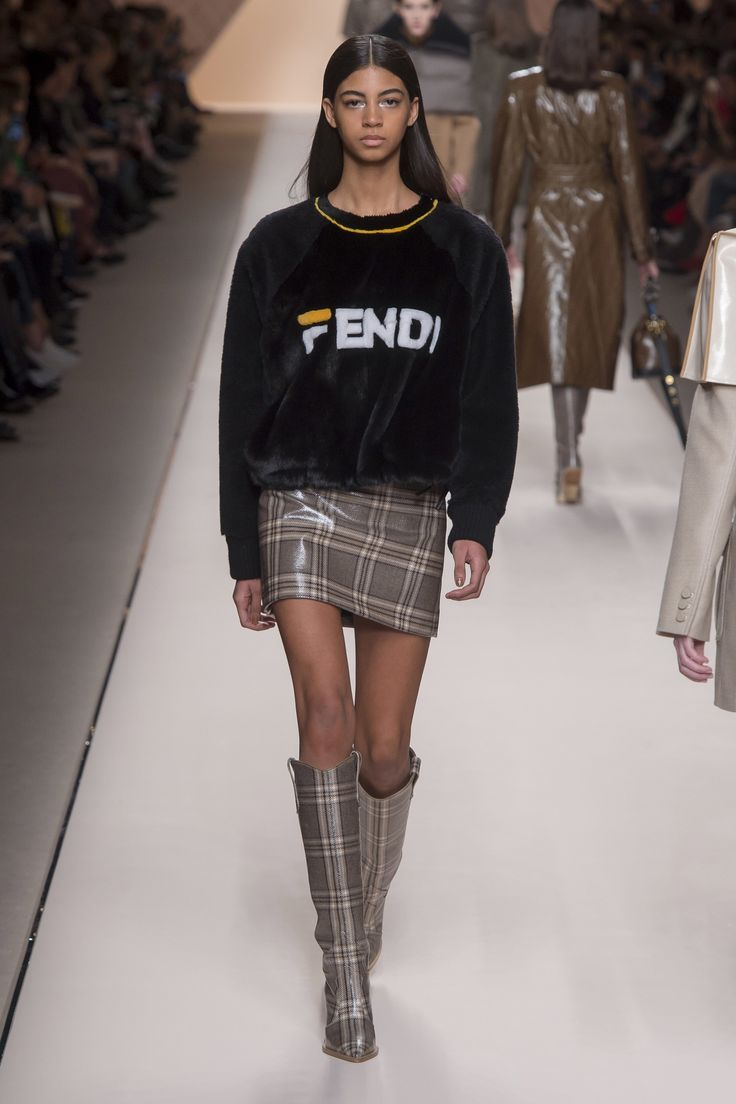 https://www.vogue.com/fashion-shows/fall-2018-ready-to-wear/fendi/slideshow/collection#6