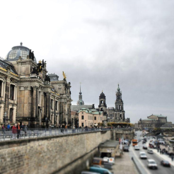 Brühlsche Terrasse am #Elbufer mit Blick auf die Altstadt von #Dresden