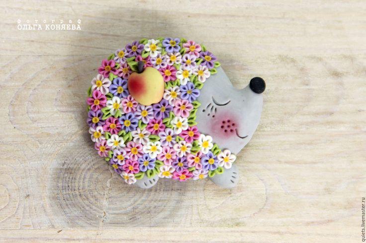 Купить Разноцветный брошка/кулон Ёжик из полимерной глины - ежик в подарок, ежик, ежики, ежи, еж