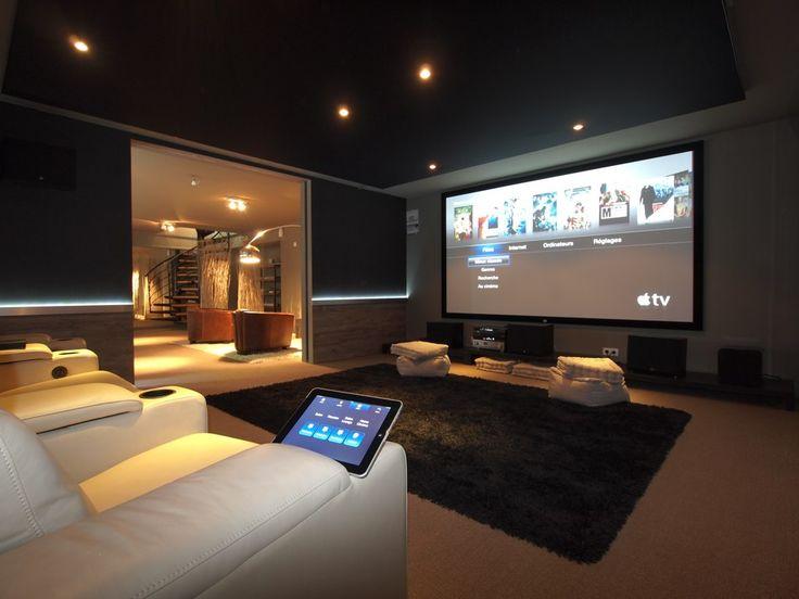 Arno Domotic, Salle de cinéma privée