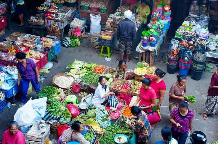 Marketplace in Ubud. Shop for fresh fruit during your Zuna Yoga Bali Yoga Teacher Training. http://www.zunayoga.com/travel-ubud-bali.html