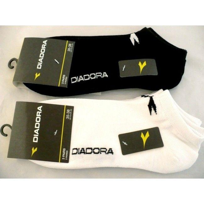 Calze Diadora Unisex sneakers in cotone elasticizzato tinta Unita con logo adatto per lo Sport e il tempo libero.Modello e colori come foto,prezzo riferito a un Box da 3 paia di calze x Taglia e colore www.intimo6.it