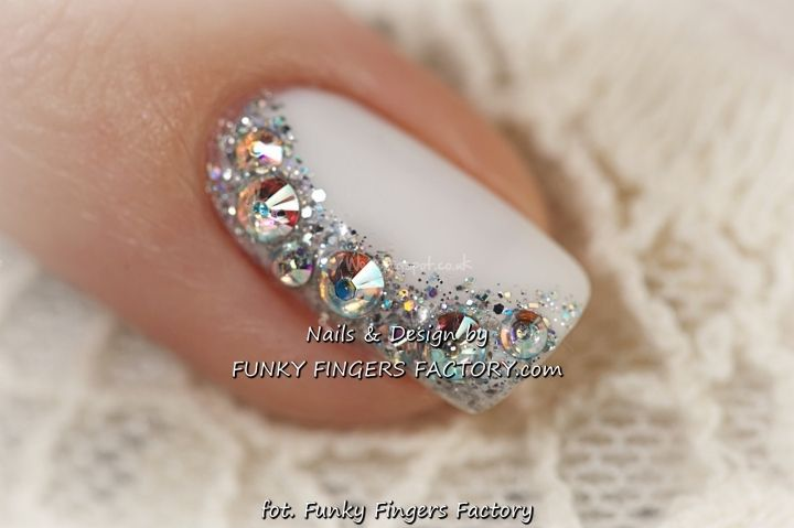 A touch of bling to razzle and dazzle a groom or set off a lovely ball gown. The Nail design is gorgeous with the white nail gilded along one side from the base to the tip with rhinestones and glitter. Funky Fingers Factory shows this and French and Diamonds can be mixed or used separately. - See more at: http://www.dailynails.com/nail-art?f[0]=field_theme%3A216#.dpuf