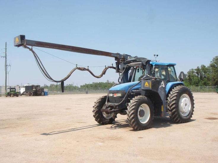 New Holland Traktor gebraucht mit Bohrgestänge mal eine ander Landmaschine http://www.ito-germany.de/gebraucht/landmaschinen