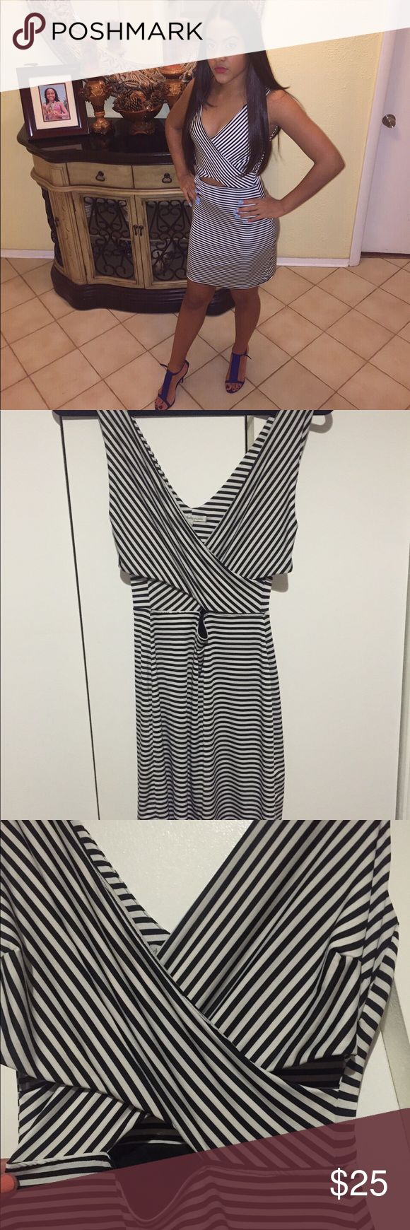 CHARLOTTE RUSSE STRIPED CUT OUT DRESS‼️WORN ONCE CUT OUT DRESS FROM THE SIDES AND THE UPPER BELLY ! CUTE ,CHIC AND SEXY ON A GIRLS NIGHT OUT ! Charlotte Russe Dresses Midi
