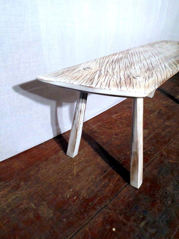 Stolik kawowy wykonany z drewna klonu. Blat jest wykonany z jednej maturalnej deski o grubości 4,5 cm. Powierzchnia blatu jest ryflowana i przetarta w charakterystyczny sposób. Nogi są masywne i...