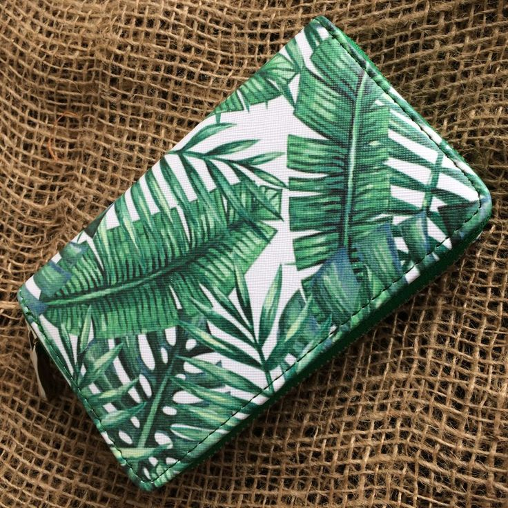 grote portemonnee met groene bladeren motief - 16 x 10 cm - kunstleer - zwarte binnenkant - 3 grote vakken - 1 met rits - 4 voor pasjes - 4leafs4joy - handy