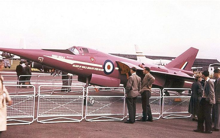 STRANGE MILITARY AIRPLANES - FAIREY DELTA 2 - FIRST AIRCRAFT TO EXCEED 1000 MPH