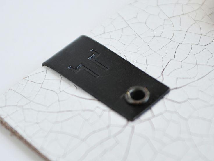 Placa plegadas diseñada y fabricada por Apholos. // Plaque designed and crafted by Apholos. www.apholos.com